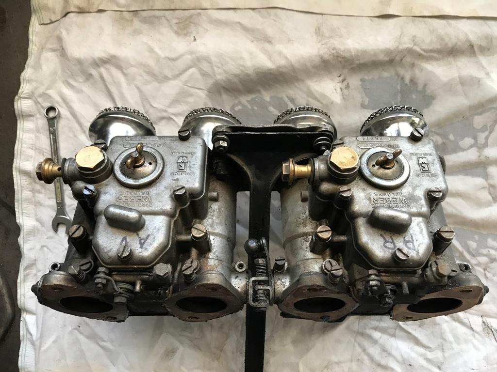 4- les carburateurs  déposés (dessus)