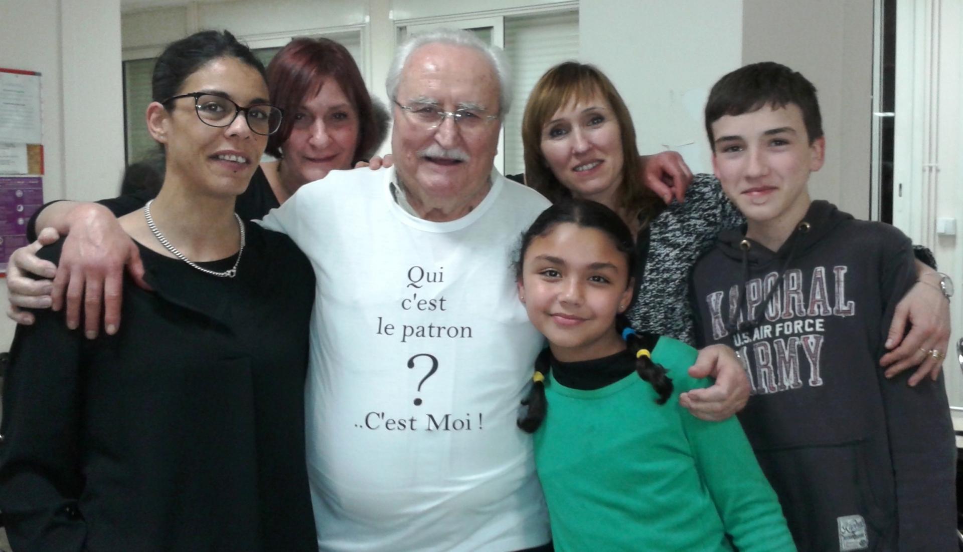 Alain et sa petite famille au siège du Club